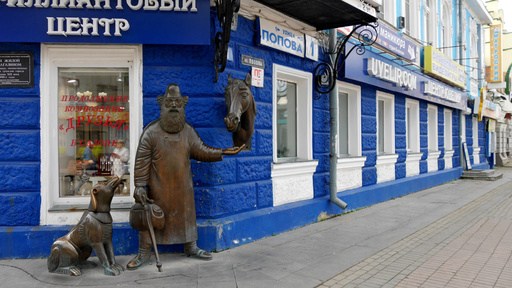 The tradition of cute iron statues continued on the streets of Yekaterinburg