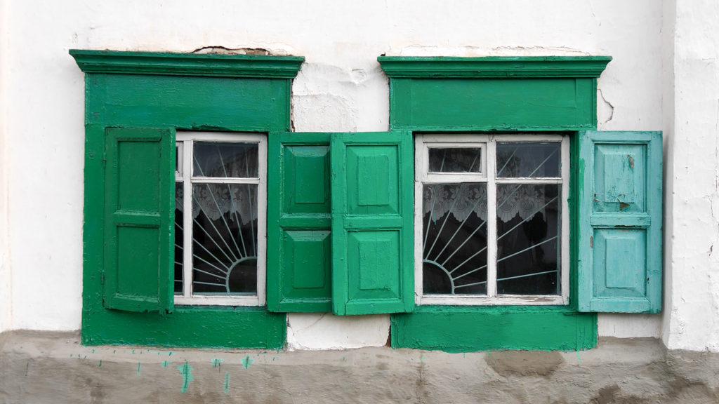 Grün und Türkis schienen sehr beliebte Farben in Karakol zu sein
