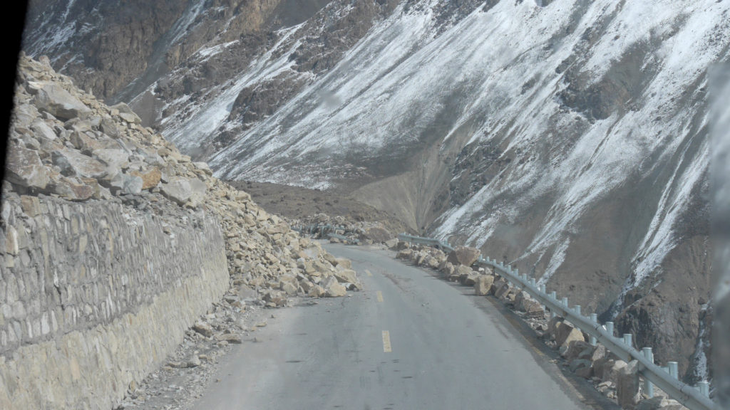 Kiviä tiellä