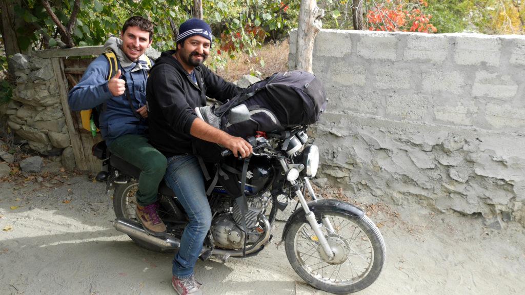 Nawaz und Pascal vor der Fahrt zum Busbahnhof. Bye, friend!