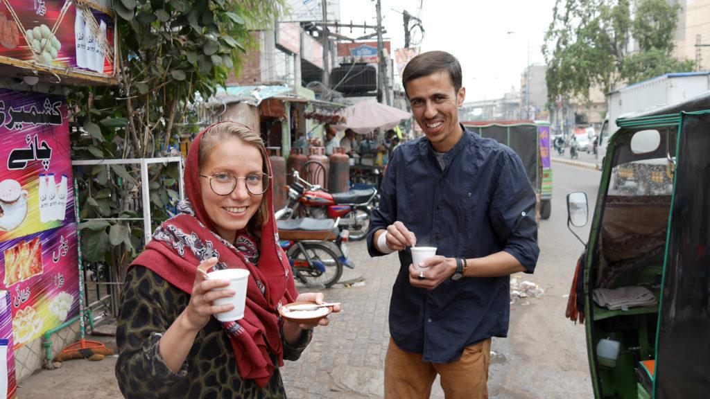 Kashmiri Chaita ja Phirniä (makeaa mannapuuroa)