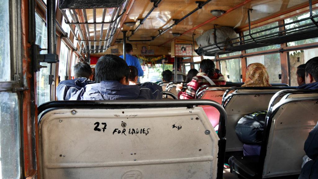 Bussi Mcleod Ganjista Ala-Daramshalan bussiasemalle