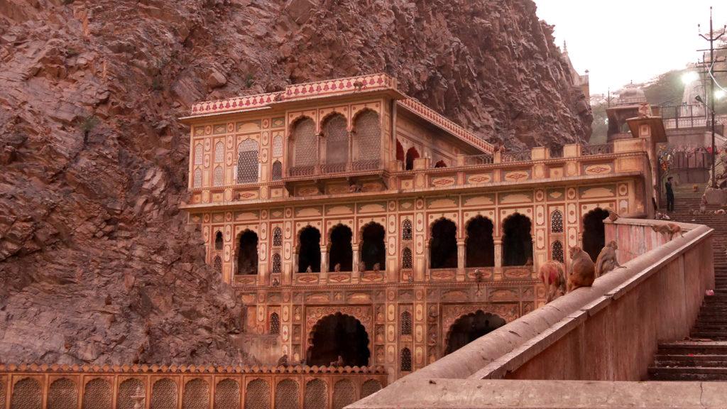 Die langen Treppen zum oberen Teil des Tempels
