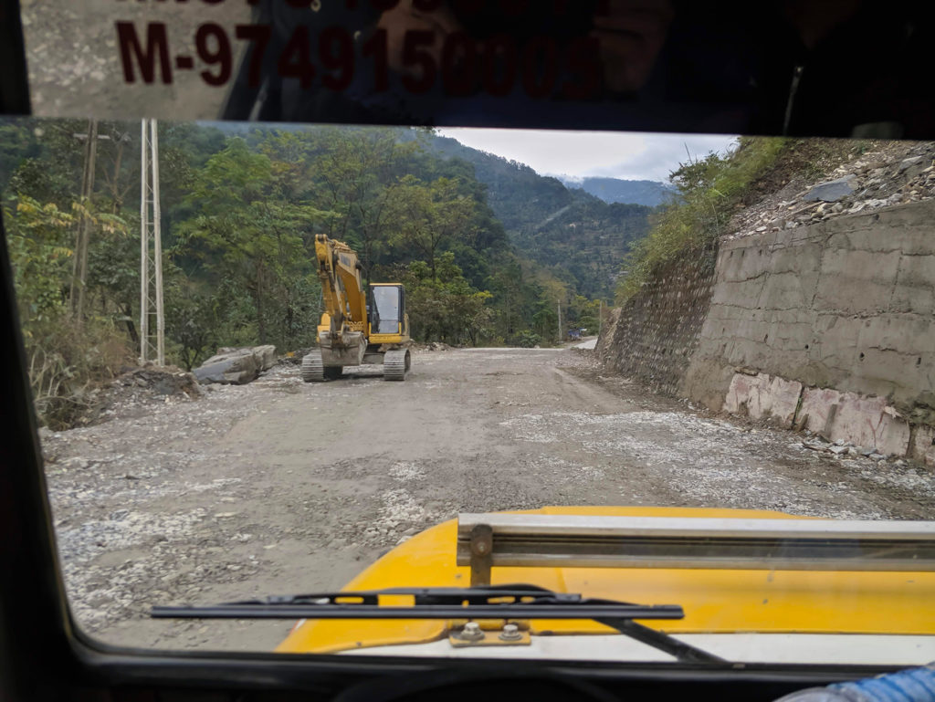 On our way from Pelling to New Jalpaiguri. There were, of course, also several construction sites on the way.