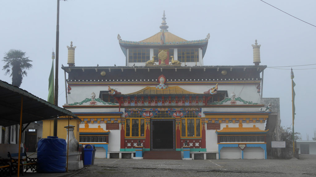 It got cold and foggy when we arrived to the Yiga Choeling monastery