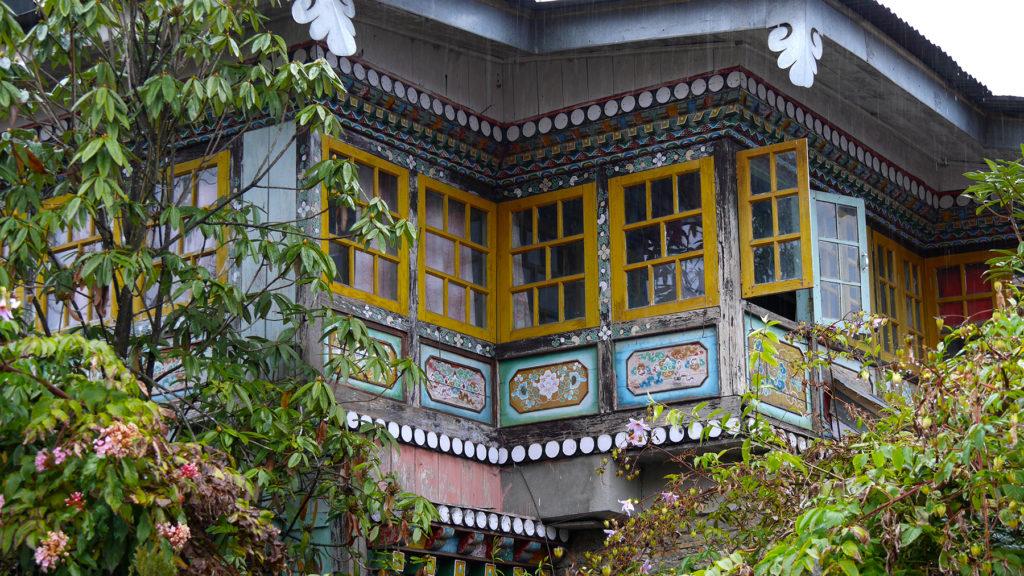 Detailfoto von einem der Häuser neben dem Kloster
