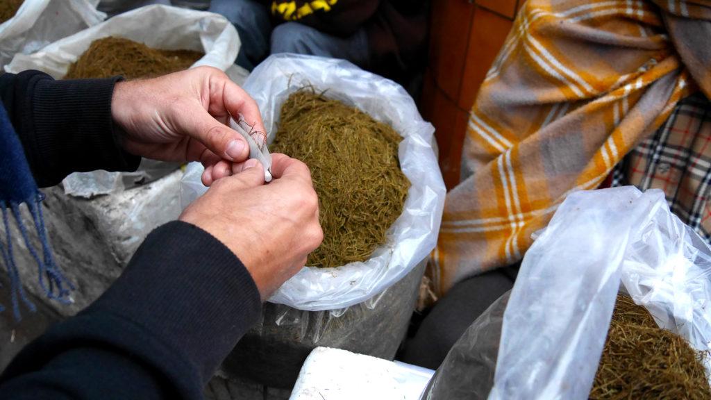 Drehtabak auf dem Markt von Shillong