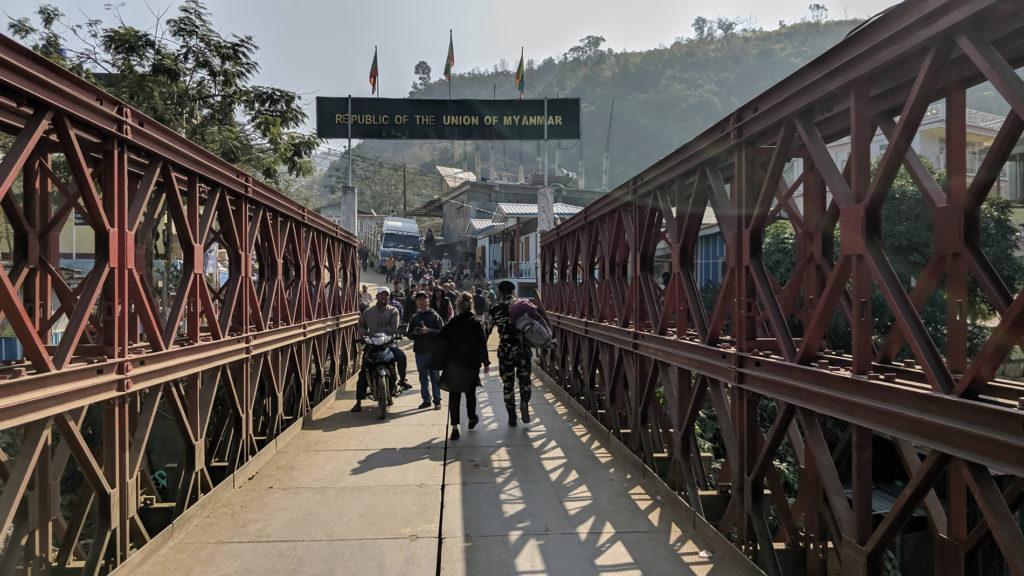 Rajavartijan perässä sillan yli Intiasta Myanmariin