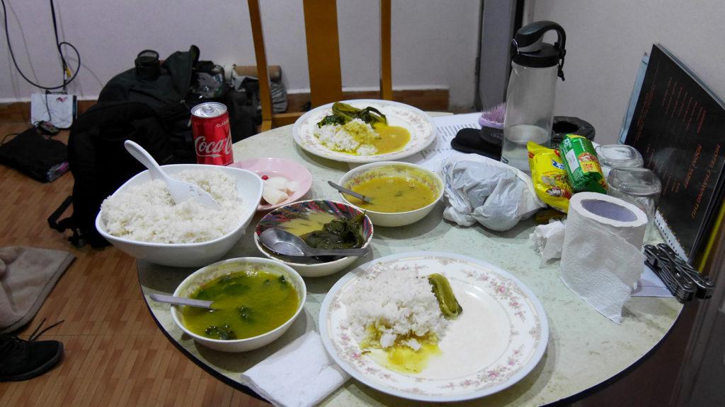 Meidän eka ja vika Mizo-ateria (ja sotkuinen huoneemme)