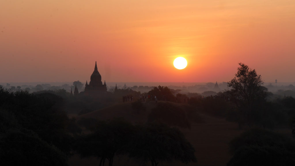 The Bagan sunrise seen from the Sulamuni Hill