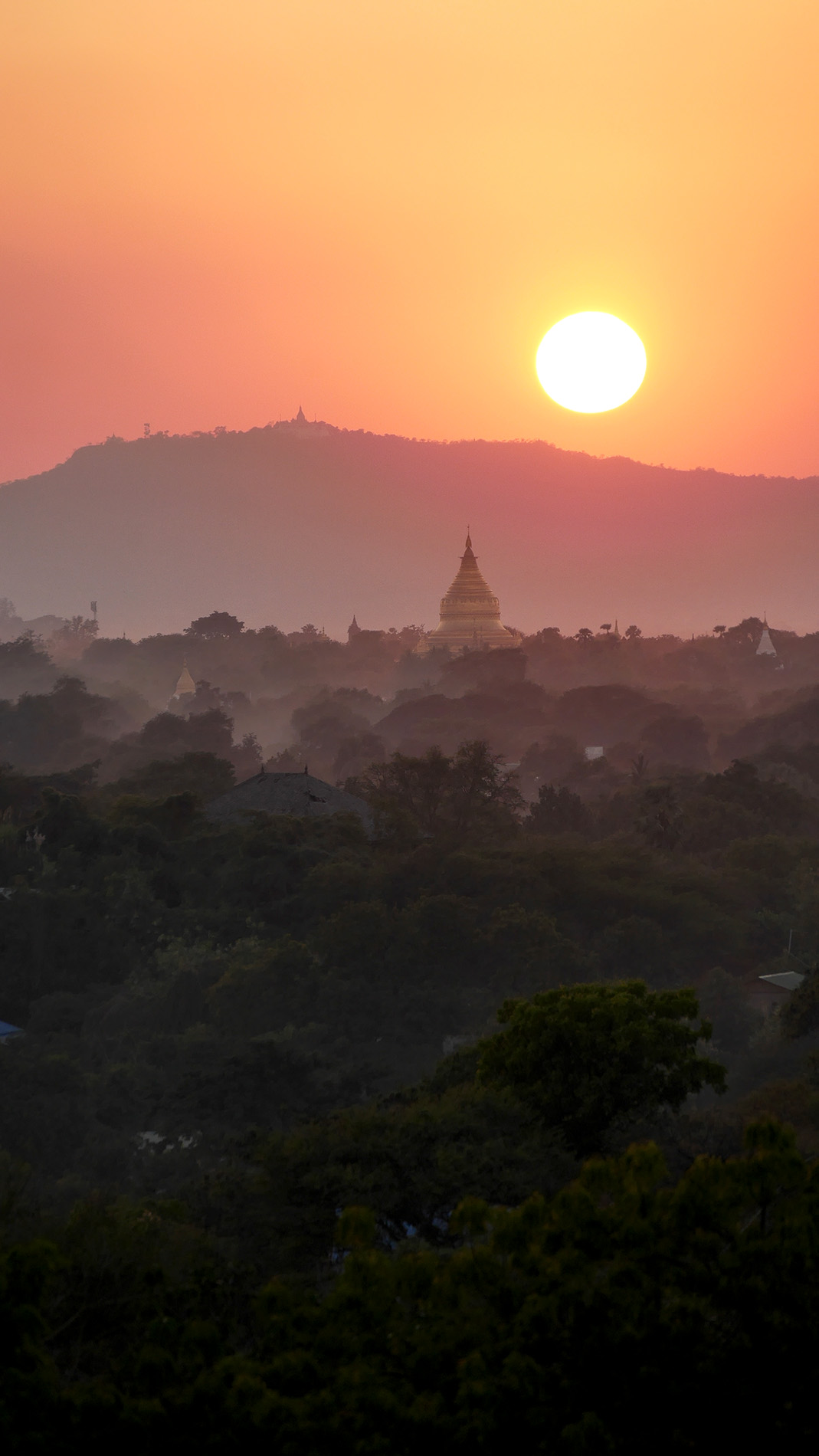 ...and the famous Bagan sunset, as well