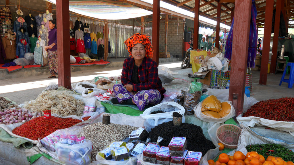 A woman of Pa'O tribe selling spices