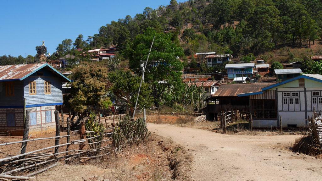 Das Erste der sieben Pan-Pet-Dörfer