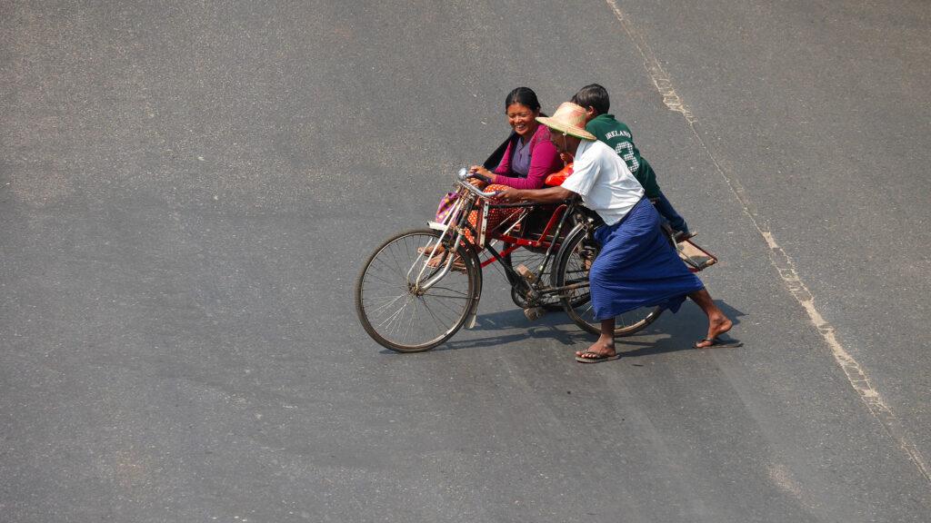 ...pyörä on kuitenkin Yangonissa suositumpi kulkupeli