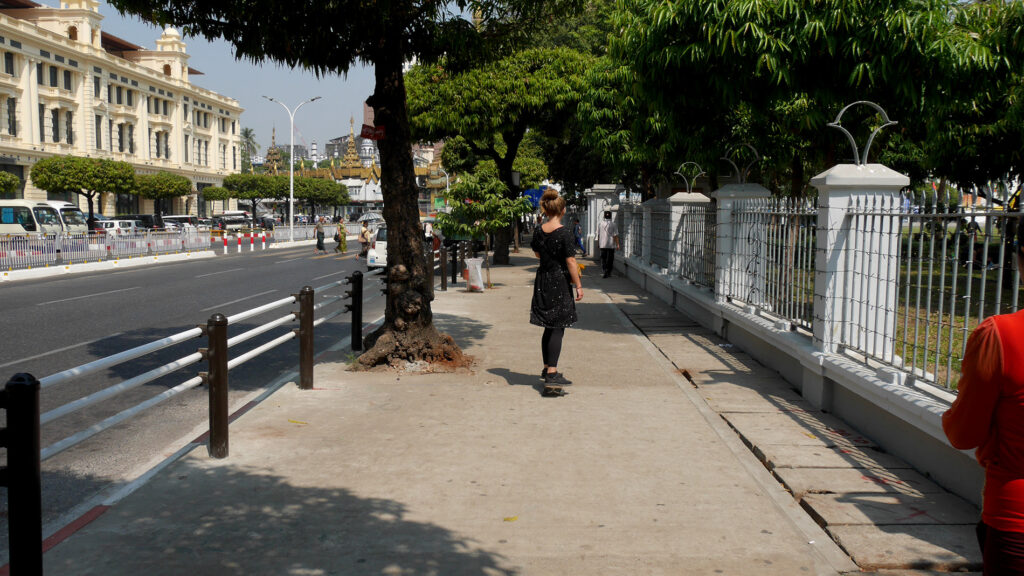 Jotkut Yangonin kaduista sopivat hyvin rullailuun