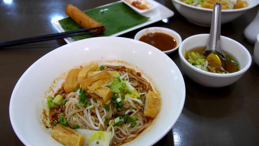 Shan-nuudelit a la 999 Shan Noodle House