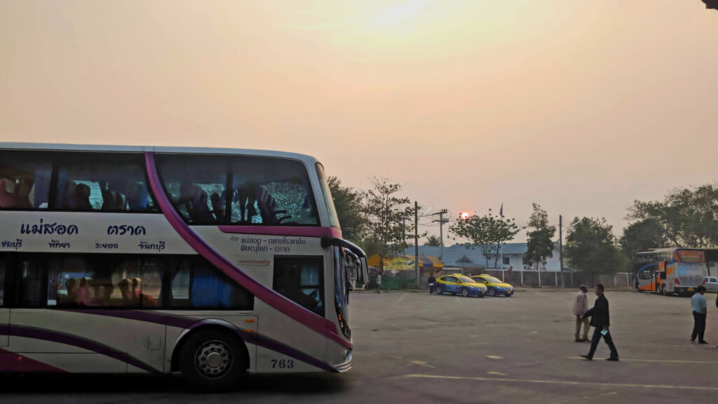 Wir haben den ersten Bus am Morgen erwischt